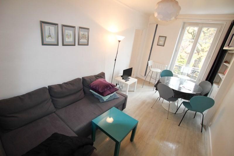 RUE STEINKERQUE – MONTMARTRE: Nous vous proposons un appartement de type F2 entièrement meublé de 40m2 …