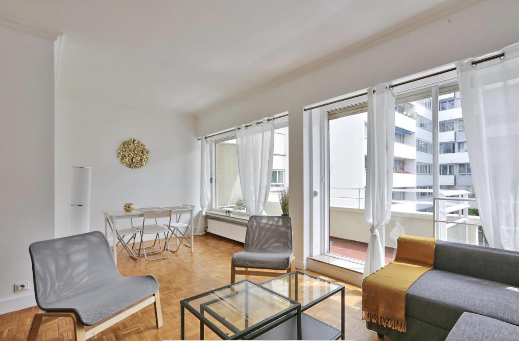 À Paris 16, grand appartement avec 2 pièces à louer
