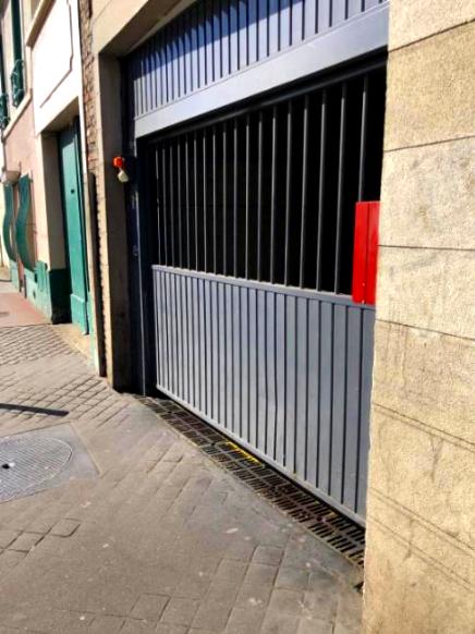 RUE DU DOCTEUR BAUER – Proche du périphérique, un parking sous-terrain sécurisée.